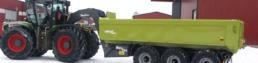 Hákový nosič Metsjo Metaflex se závěsem husí krk za traktorem CLAAS Xerion.