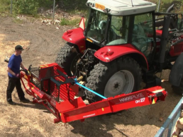 Štípací procesor Hakki Pilke OH27 s pohonem od traktoru