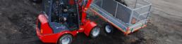 Kloubové nakladače Woodman Flexitrac 1133 LRF při nakládání zeminy